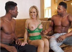 La madura Brandi Love se da un homenaje sexual interracial